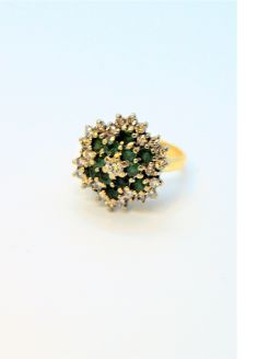 18ct gold & emerald & diamond ring