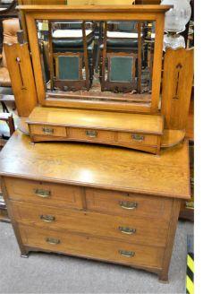 Arts & crafts oak dresser