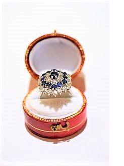 18ct white gold & sapphire ring