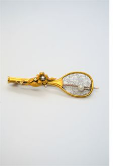 18ct gold diamond & pearl brooch