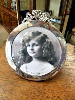 Silver circular frame