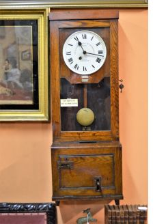 Oak cased 1920s time keeping clock