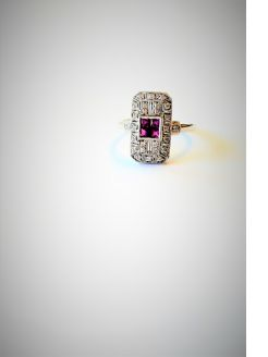 18ct gold , diamond & ruby ring