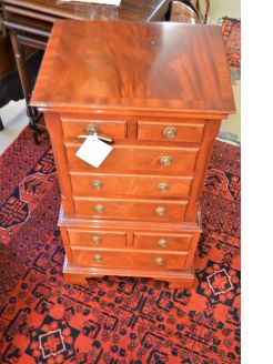 Mahogany pedestal chest
