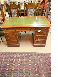 Victorian mahogany leather top desk