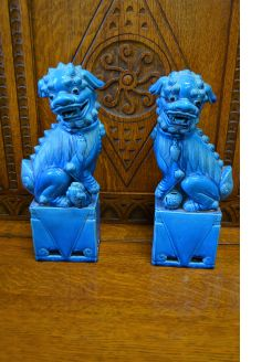 Pair of chinese porcelain dogs