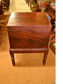 Georgian mahogany cellarette