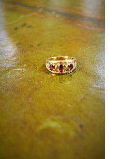 9ct gold garnet ring