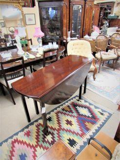 Mahogany hunts table