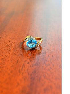 9ct gold diamond & topaz ring