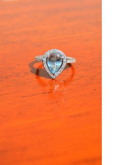 18ct gold aqua & diamond ring