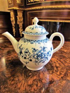 Worcester tea pot