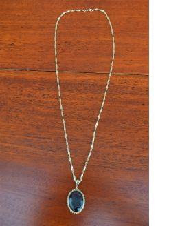 9ct gold pendant & chain