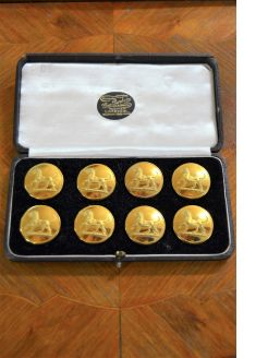 Cased set of eight livery gilt buttons