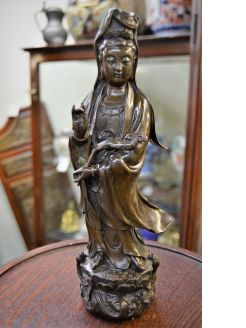 Old chinese bronze figure