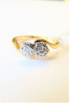 Old 18ct platinum & diamond ring