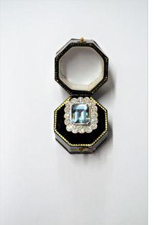 18ct gold aquamarine & diamond ring