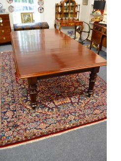 Victorian two leaf mahogany dining table