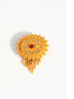 Victorian gilt metal brooch