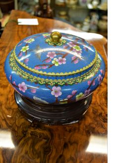 clossonise bowl with lid & stand