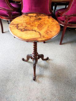 Victorian walnut pedestal table
