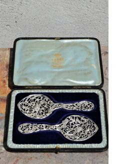 Pair of cased silver spoons