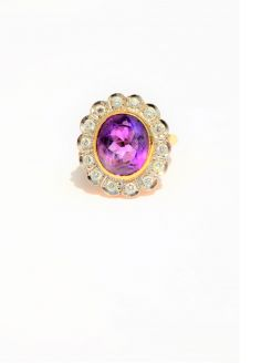 18ct gold amythest & diamond ring