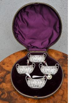 Cased set of silver salts & spoons