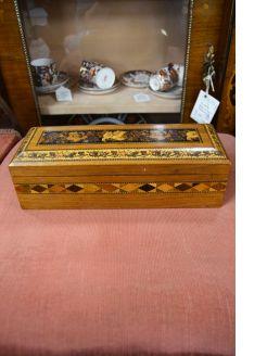 Tunbridge glove box