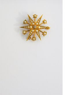 15ct gold diamond & pearl brooch