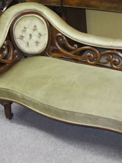A victorian walnut chaise