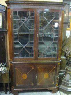 Georgian mahogany cabinet