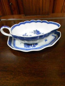 Chinese 18th century sauce boat and stand