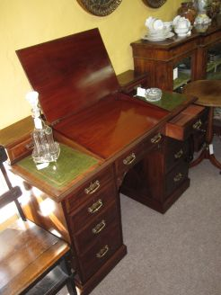 Victorian mahogany leather topped writing desk