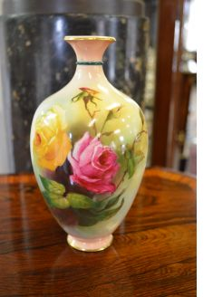 Royal worcester vase (signed)