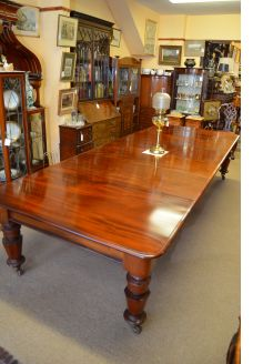 Victorian mahogany four leaf dining table