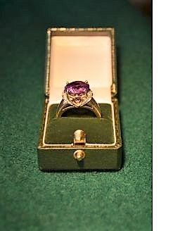 9ct gold & amethyst ring