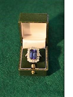 18ct white gold tanzanite diamond ring