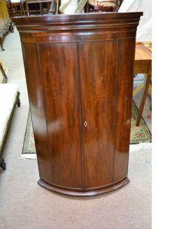 Georgian mahogany corner cabinet