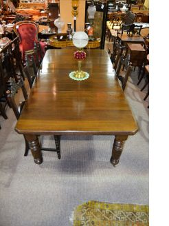 Late 19th century oak dining table
