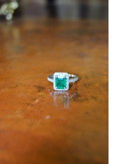18ct white gold , emerald & diamond ring