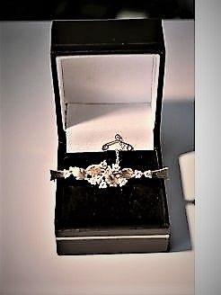 9ct gold & diamond brooch