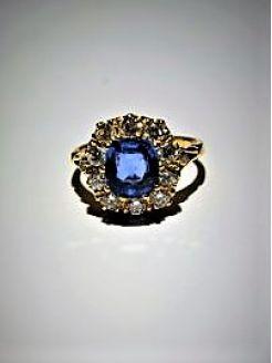 18ct sapphire & diamond ring