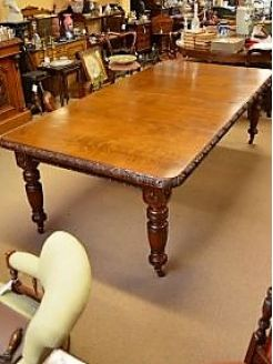 Victorian oak dinig table with two leaves