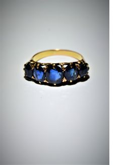 18ct gold and sapphire ring