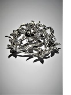 Diamonds & white gold brooch