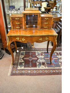 Ladies desk / cabinet