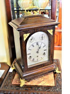Oak cased mantle / shelf clock
