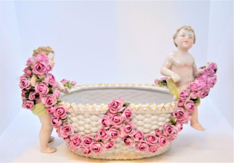 Porcelain centre piece