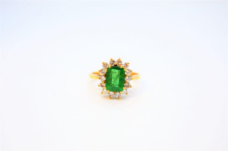 18ct gold & emerald & diamond ring